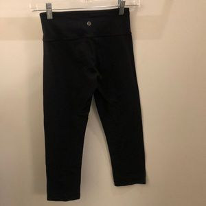 lululemon athletica Pants - Lululemon black crop legging, sz 4, 71281